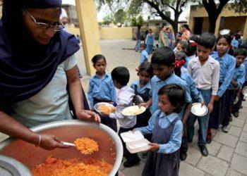 नई दिल्ली: मिड डे मील खाने से 26 से अधिक बच्चे बीमार