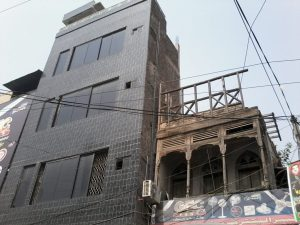 A recently built new commercial building made of concrete in inner city built after demolishing the old one. :Photo by News Lens Pakistan/