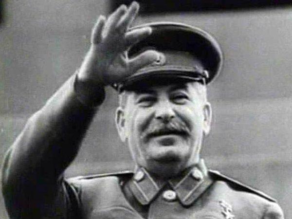 Сталин занял пятое место в десятке самых богатых людей ...
