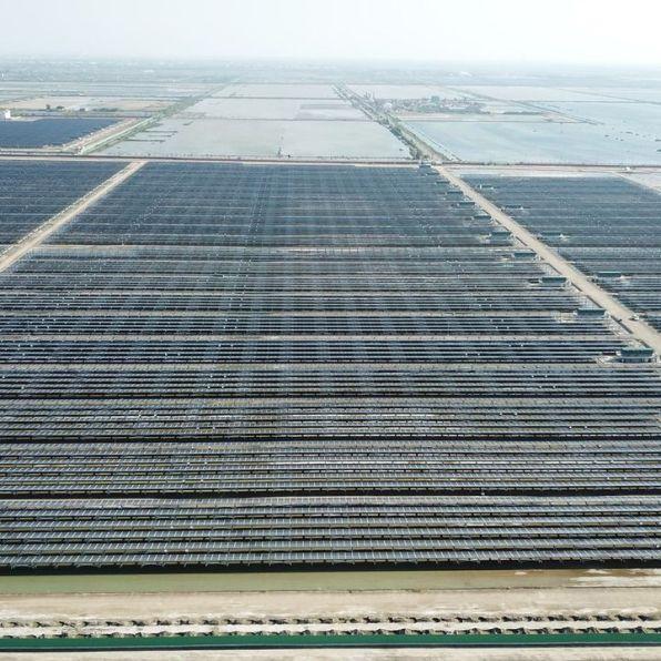 頂山村東北角的鹽田,已經由台電開發為光電案場。(攝影/吳銘)