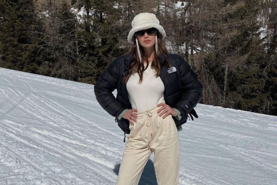 Cecilia Rodriguez sulle piste innevate da sci, piovono le polemiche ma era solo per lavoro