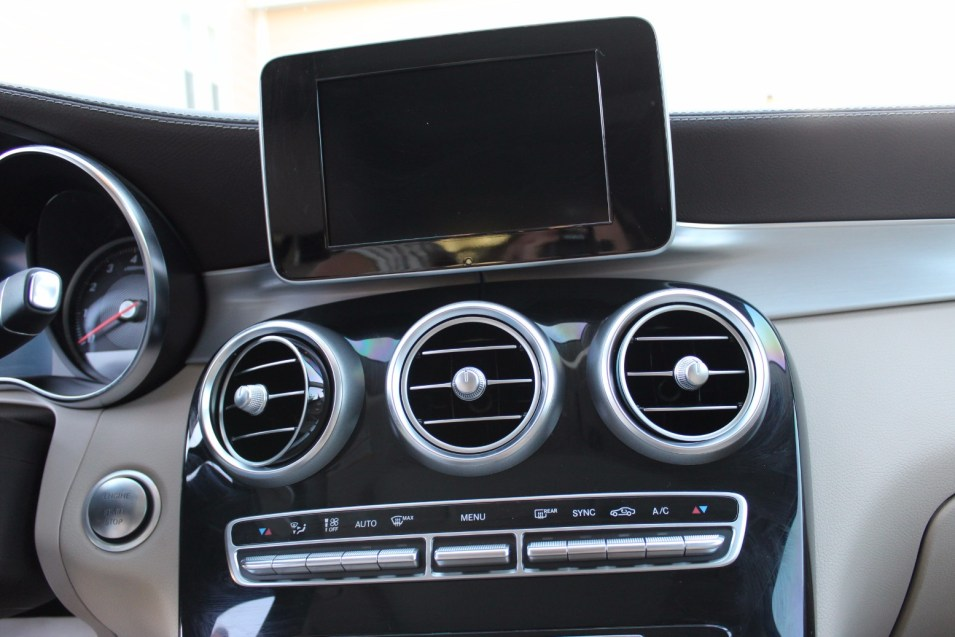 Mercedes dash with monitor