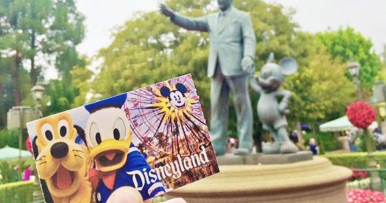 7 Tips for Traveling to Disneyland with a Big Family