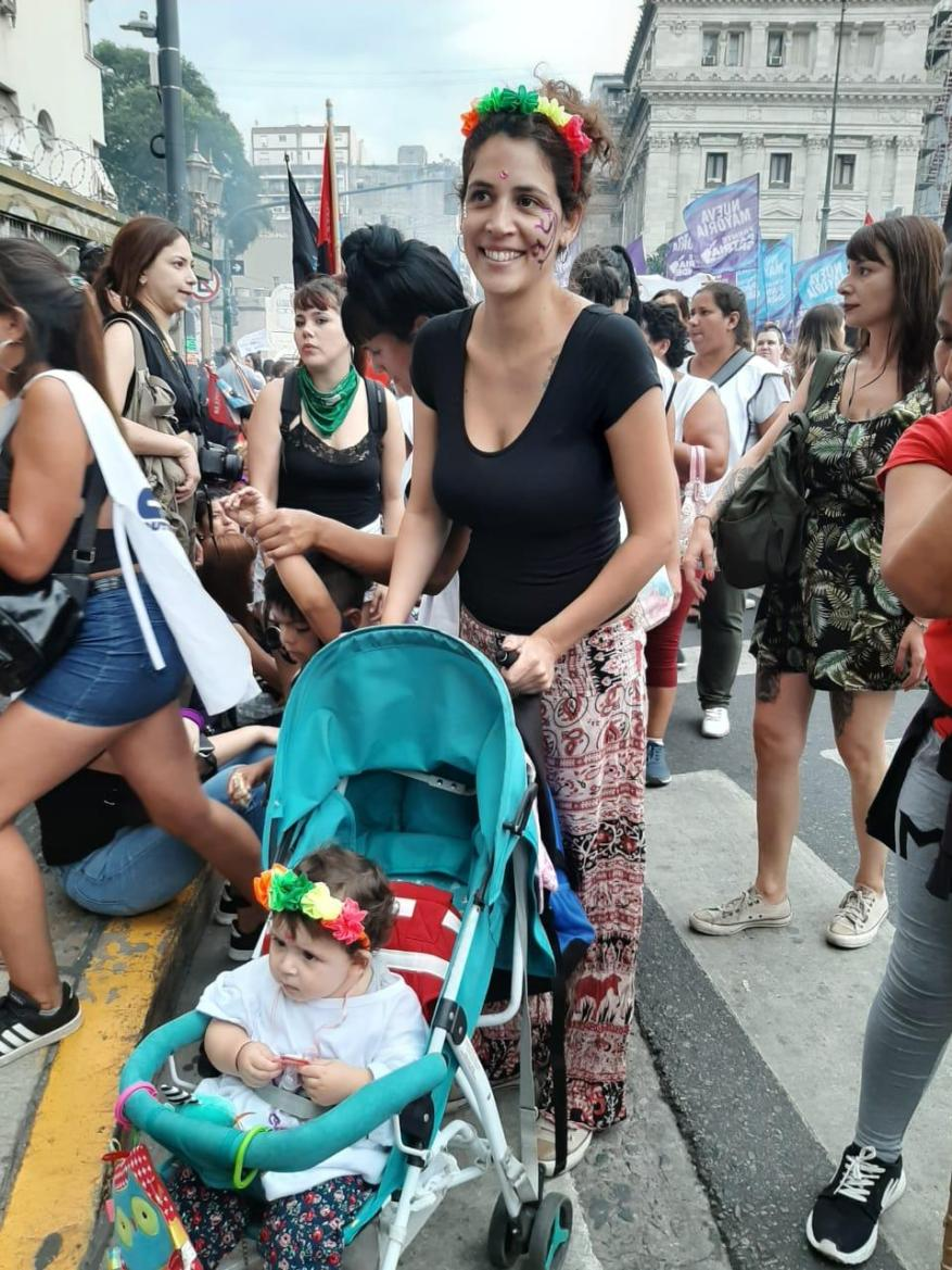 Protesters of all ages headed to the meeting points of each city. (Photo: TN.com.ar)