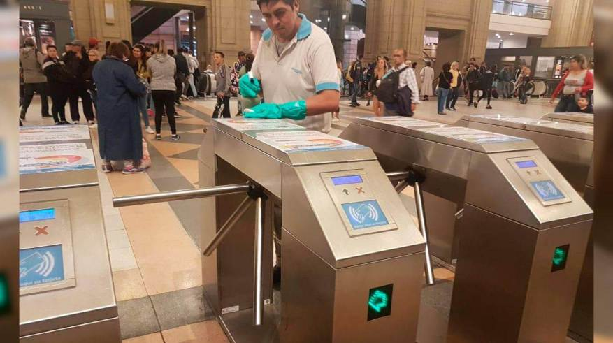 They clean turnstiles at the Constitución station. (Photo: Argentine Trains)