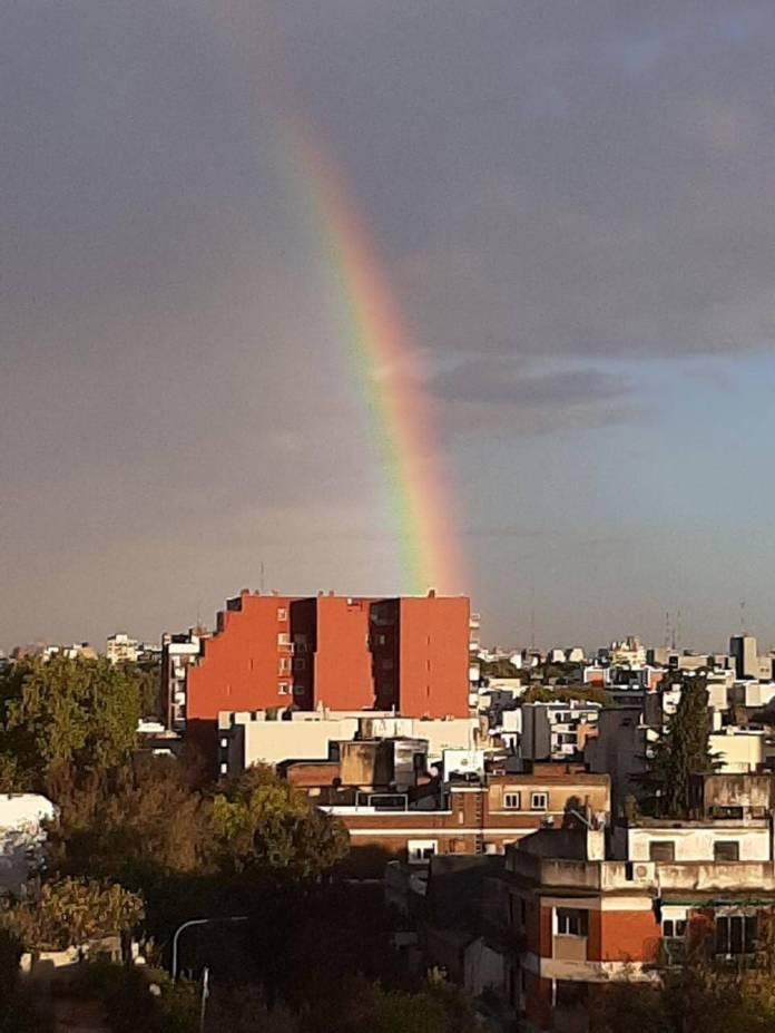 The rainbow in the Coghlan neighborhood. (Photo: TN and La Gente).