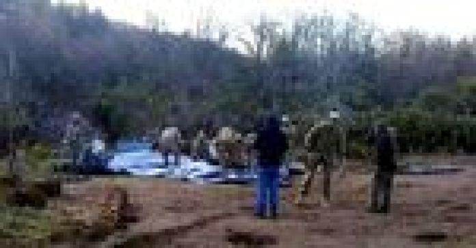 Efectivos del Ejército, en Bariloche, arman una carpa en terrenos de la Escuela de Montaña