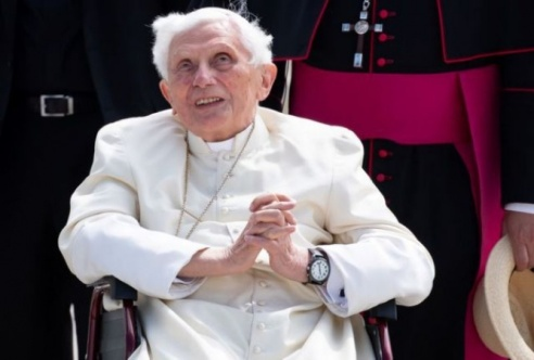 93-Years-Old Pope Emeritus Benedict Is Seriously Sick