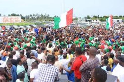 Excited Huge Crowd Welcomes Wike To Rivers After Deliverance Of Obaseki