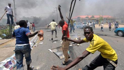 Residents Flee As Hoodlums Invade Mile 12 In Lagos