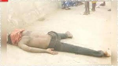 Mob Beats Fake Mad Man Caught With N250,000, Three iPhones, Women Underwear