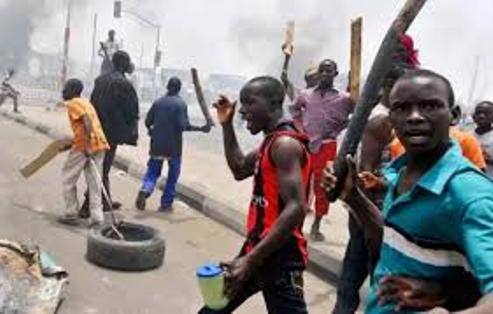 Armed 'Area Boys' Go On Rampage In Lagos Streets, Injure Score, Loot Shops