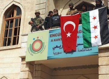 Afrin İlçe Merkezine Türk Bayrağı Çekildi..!