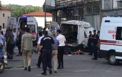 Mültecileri Taşıyan Araç Kaza Yaptı: 10 Ölü, 30 Yaralı