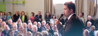 Hundreds turn out in Hamilton for Simon Bridges