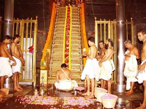 kerala-sabarimala-priests