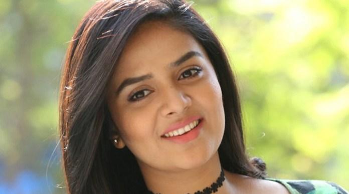 Sree Mukhi Latest news, Telugu Anchor news, Patas Show News, Newsxpressonline
