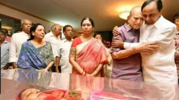 cm-kcr-tribute-to-vijaya-nirmala