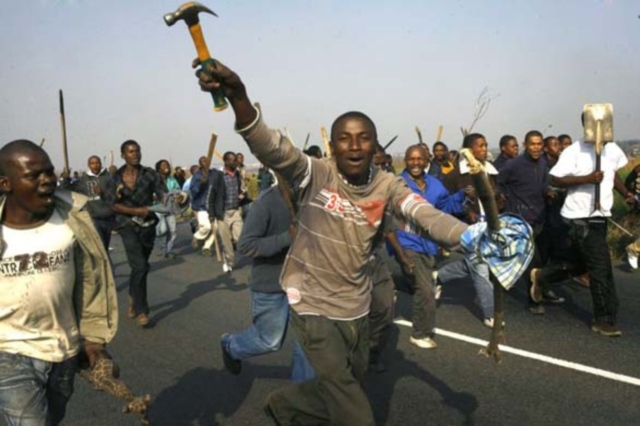 S'Africans attack Nigerians, burn houses