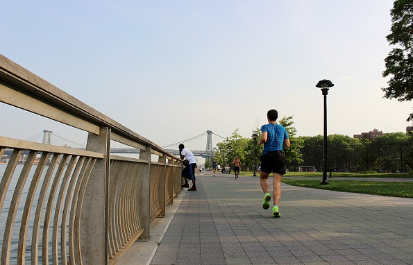 Running_guy_3_East_River_blogg
