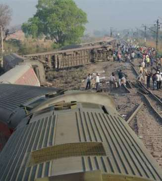 Poorva Express Derailed