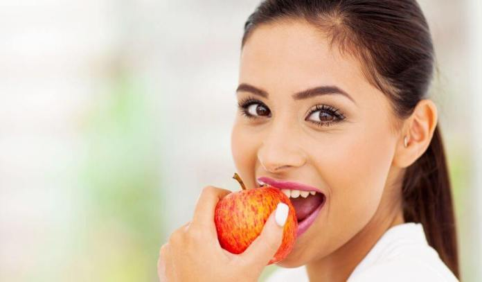 HEALTHY FOODS TO KEEP YOU HYDRATED - Apples