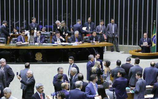 Resultado de imagem para camara dos deputados plenario