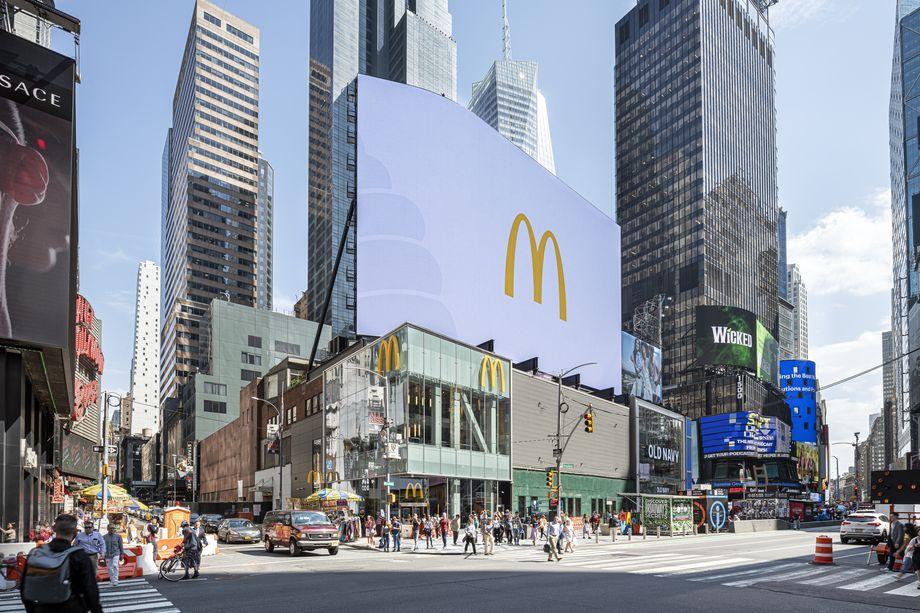 флагманский ресторан McDonald's на Таймс-сквер