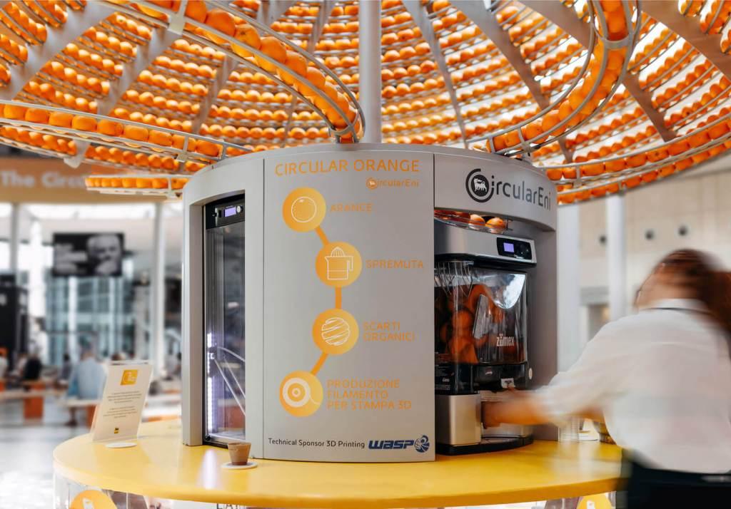 Фреш-бар создает биокружки из апельсиновых шкурок