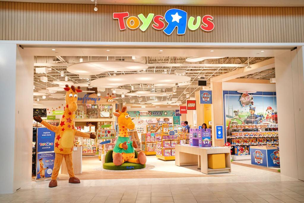 Toys R Us перезапускает магазины после банкротства