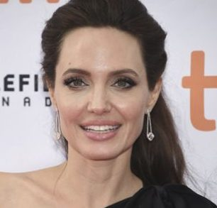 Angelina Jolie-inspired ' Corpse Bride ' says she faked Instagram photos: 'This is Photoshop and makeup'