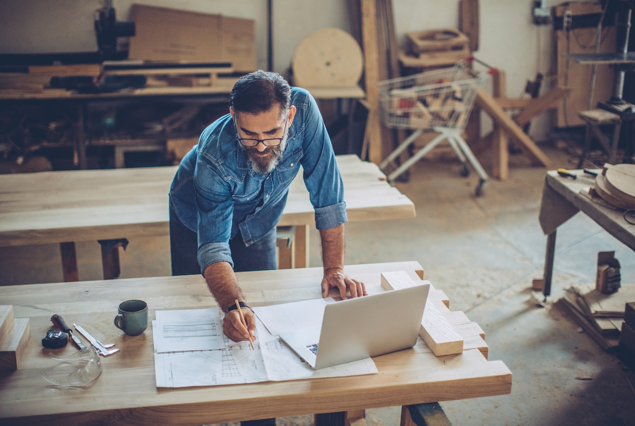 9 Small Business Cash Flow Management Tips For Business Owners