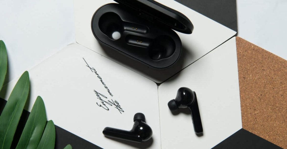 How will the newly launched earbuds work and features in CES 2021?
