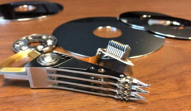 HDD Reading Head and Plate - Windows Tip: How To Completely Wipe Out A Disk with DiskPart