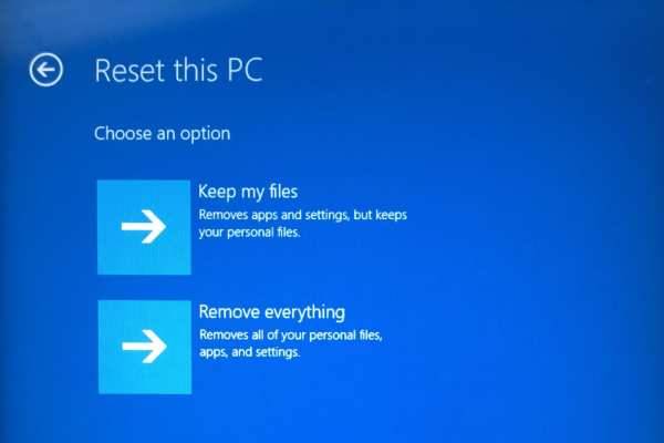 "IMG 3006 600x400 - How To Bypass ""we can't reset your PC while it's running on battery power"""