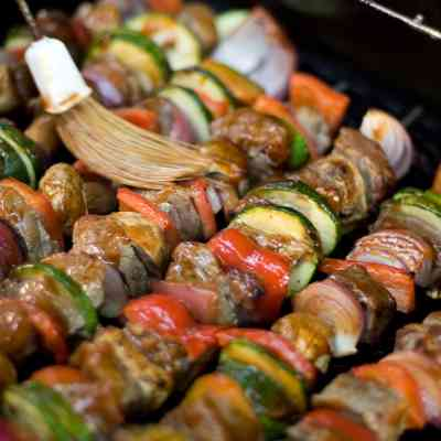 """4 Easy Lists to Plan a """"Build Your Own Kabobs"""" Party"""