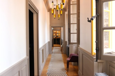 Ore restaurant by Ducasse - Entrance corridor