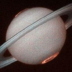 Polarlichter des Saturns an beiden Polen