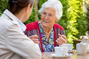 Senior using Phoenix home care