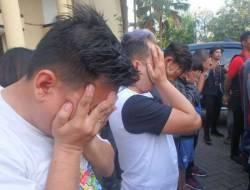 Lima Pria Digerebek Sedang Pesta Seks Menyimpang di Cianjur
