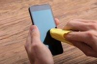 Cara Efektif Membersihkan Smartphone Agar Terhindar Virus Corona