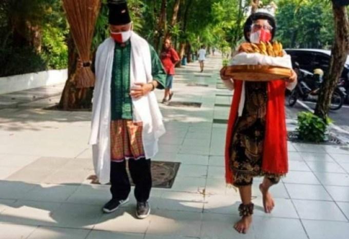 Ruwatan Sengkolo Surabaya Risma Mensos