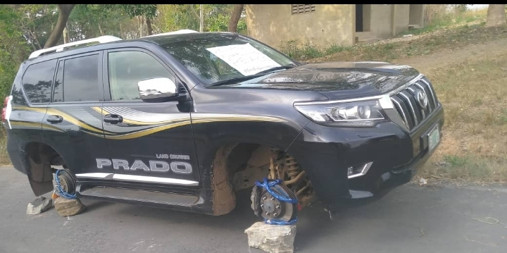 Ede Poly Rector's car tyres removed