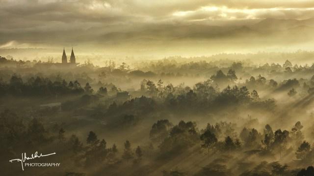 Bình minh trên nhà thờ Tân Hóa