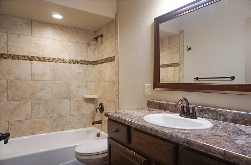 Hall Bath in 170 Night Hawk