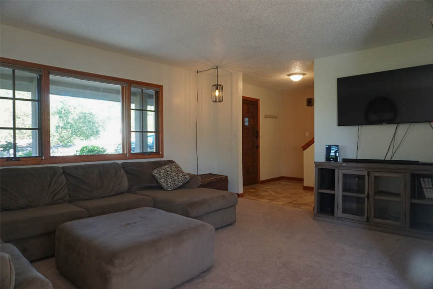 Spacious living room of 2575 young ct