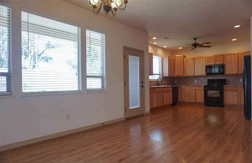 2997 Black Hawk kitchen & dining room
