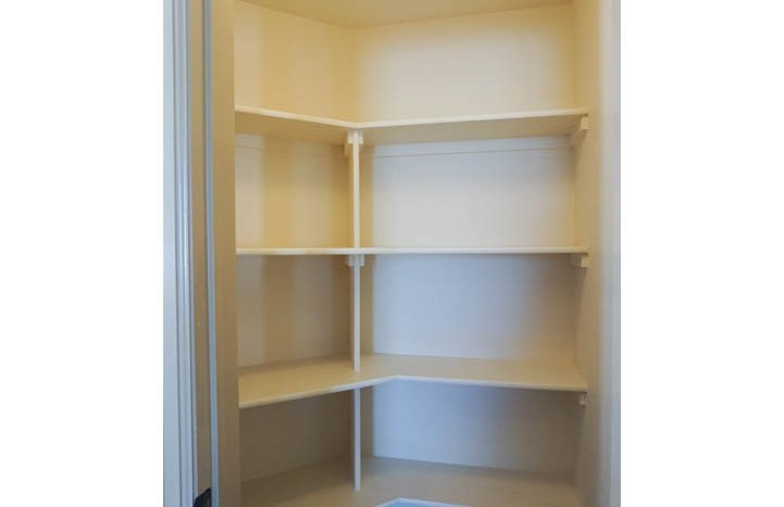 187 Sun Hawk Drive has a walk-in pantry off of the kitchen.