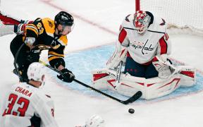Boston Bruins vence o Jogo 4 contra Washington Capitals