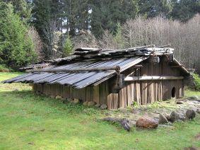 800px-Yurok-Plank-house2